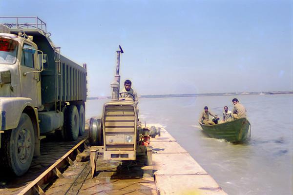 74_11 پل متحرک خِضر در حال عبور از رودخانۀ عظیم اروندرود
