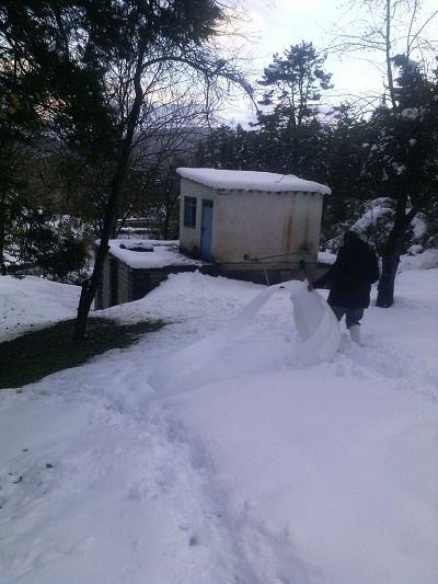 تاسیسات آب در برف