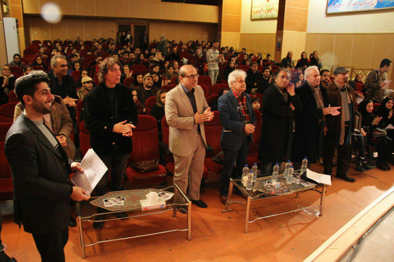در چهارمین جشنواره تئاتر معلولین – مارلیک ۷ نمایش توسط داوران هنرمند کشوری ایرج راد ، اصغر همت ، محمود طیاری در سالن کانون پرورش فکری و نوجوانان گیلان مورد بازبینی قرار گرفت