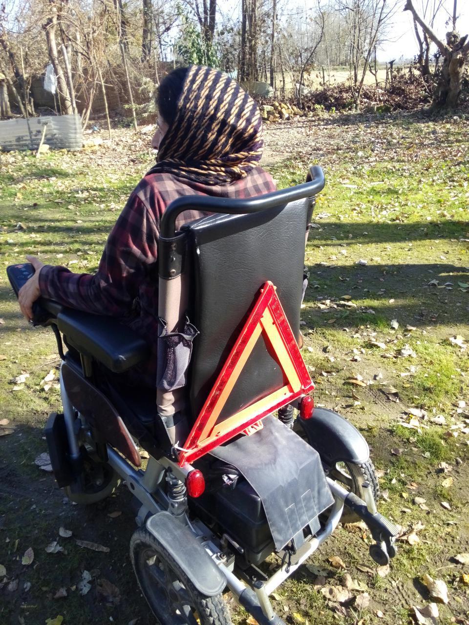 به مناسبت روز جهانی معلولین تصاویری از حضور در روستای بوئین در منزل مینا جعفر دوست