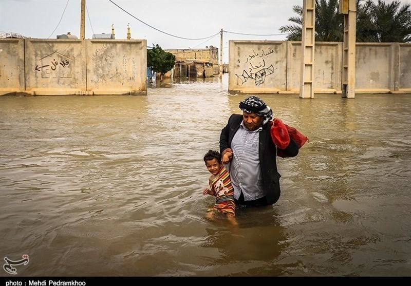 ۵۳ نفر از سیلزدگان لرستان نجات یافتند/ مرگ ۲ سیلزده الیگودرزی/ دستور تخلیه فوری شهر فتحالمبین + تصاویر