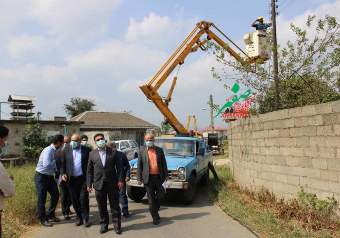 بازدید از اجرای طرح جهادی تبدیل شبکه سیمی به کابل خود نگهدار در شهرستان فومن