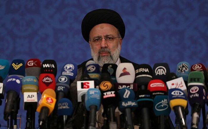 خودکفایی ملت و دولت در حوزه کالاهای اساسی را کلید خواهیم زد/بازگشت ایرانیان خارج کشور باید تسهیل شود