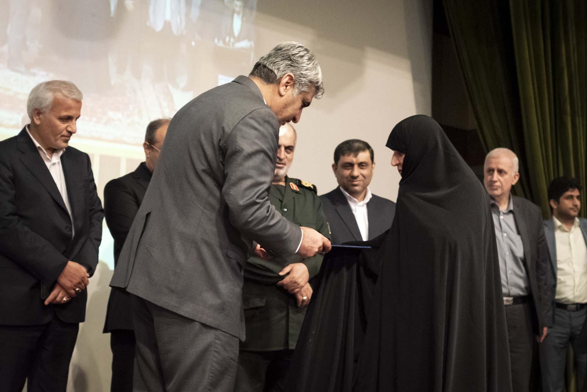 مراسم گرامیداشت روز کارگر در بانک صادرات رشت برگزار شد