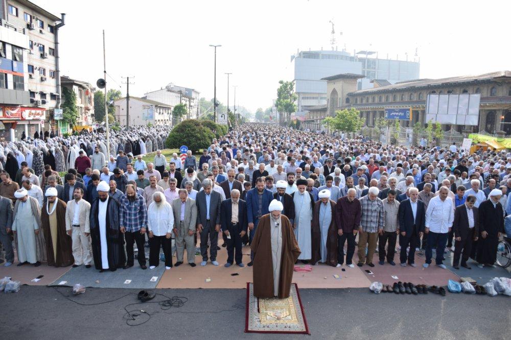 نماز عید فطر به امامت آیت الله فلاحتی نماینده ولی فقیه در گیلان و امام جمعه رشت برگزار شد