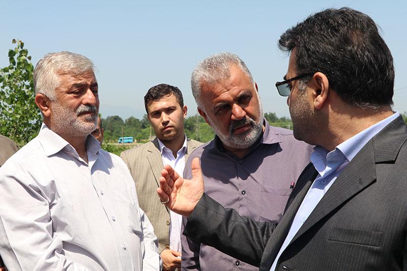 بازدید میدانی فرماندار شفت از زمین ورزشی وگفتگو با ورزش دوستان در دهستان جیرده