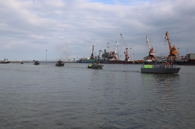 بوق کشتی ها و شناور ها در بندر انزلی به صدا درآمد