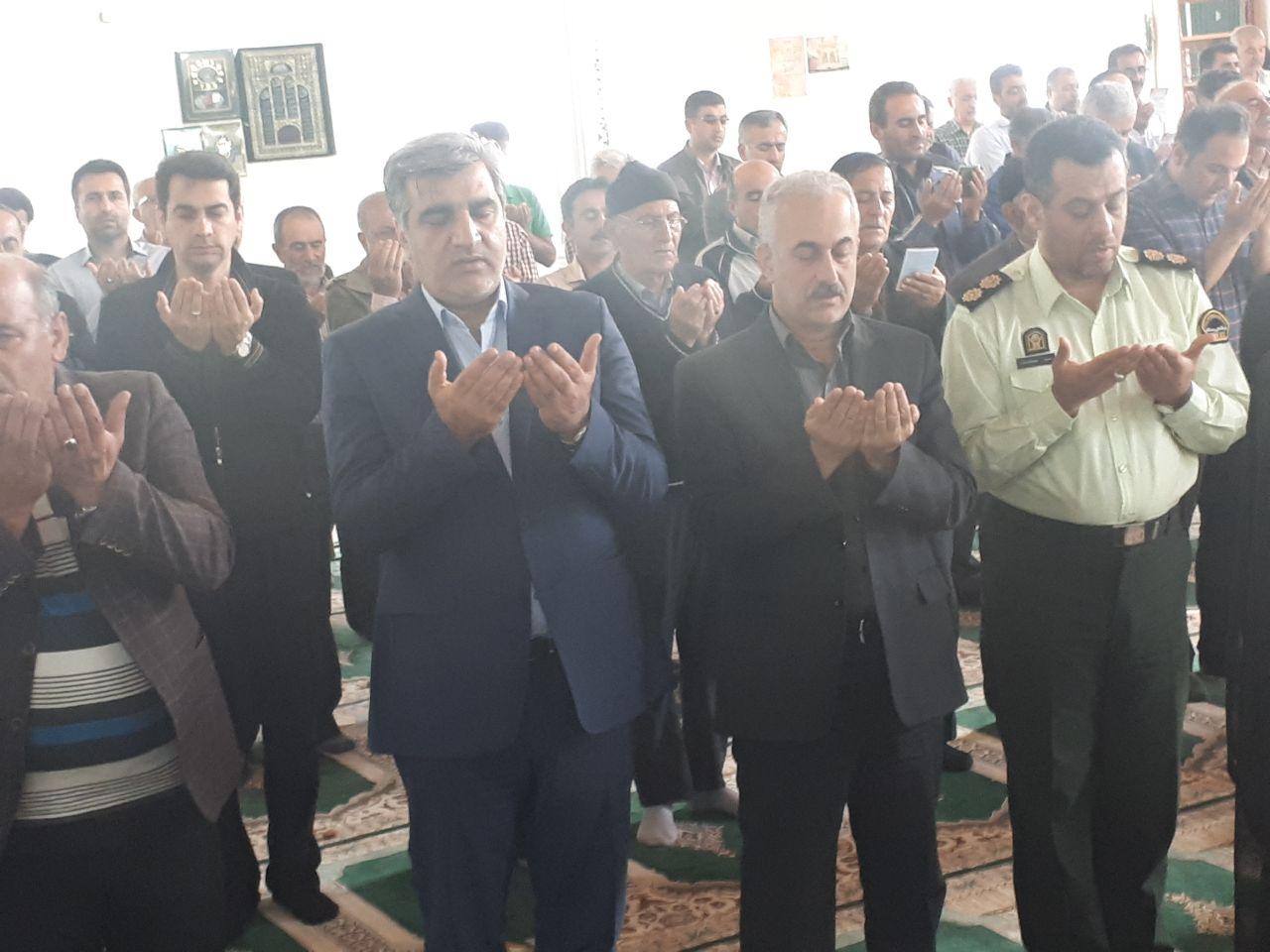 در جمع مردم بخش دیلمان شهرستان سیاهکل نماز عید فطر  را خواند