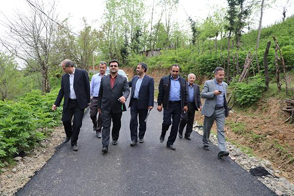 با اعتباری بالغ بر ۷۶۲ میلیون تومان ۳۱۰۰متر راه اصلی و ۱۱۰۰ متر راه فرعی در ادامه روند آسفالت راههای روستایی به بهره برداری رسید.