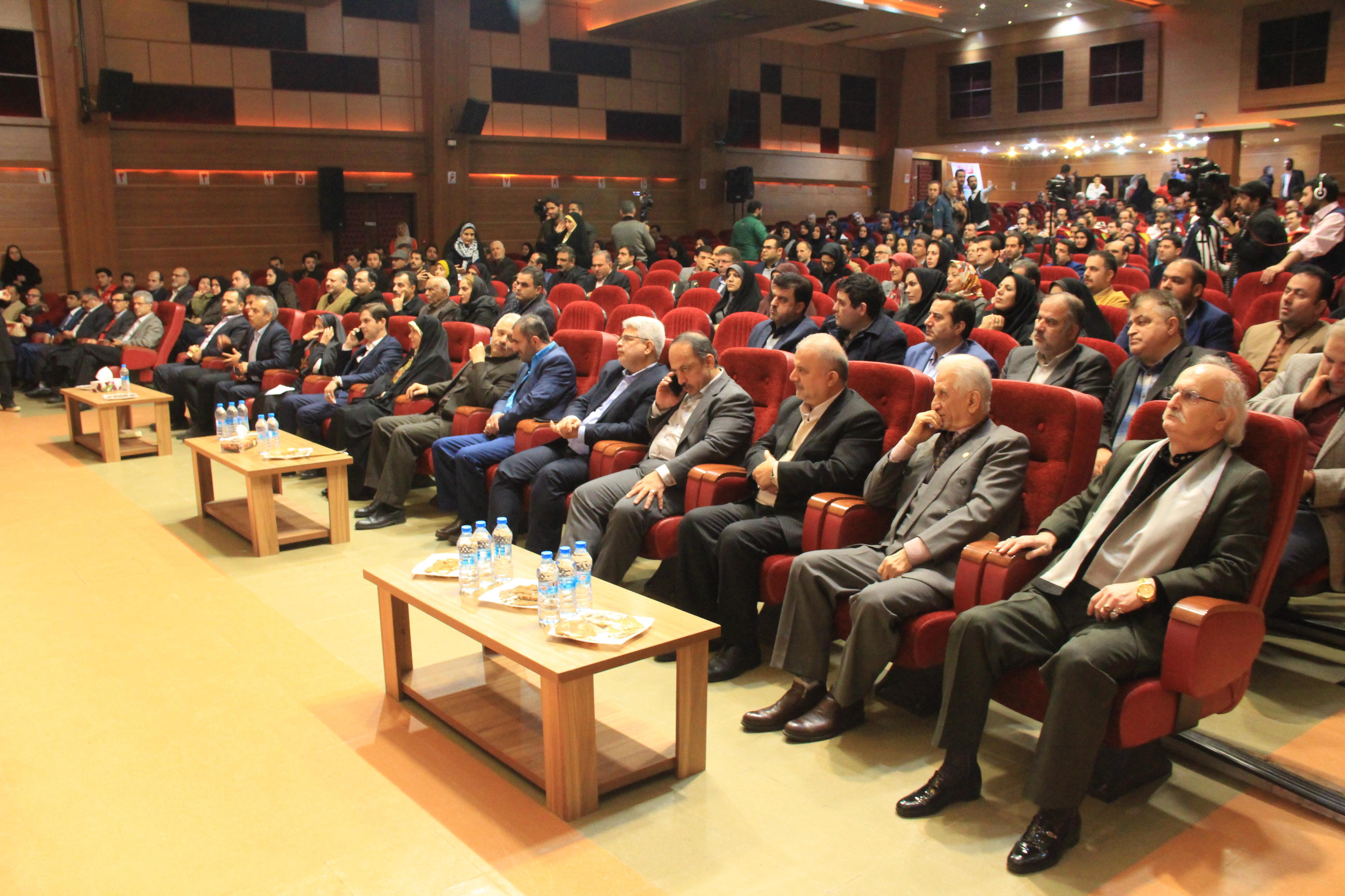 نشان گواهینامهٔ شهر حلال به شهردار رشت  رسید