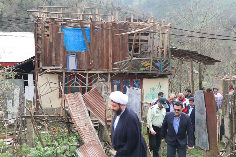 بازدید مسئولین شهرستان شفت از مناطق آسیب دیده بر اثر باد گرم و آتش سوزی