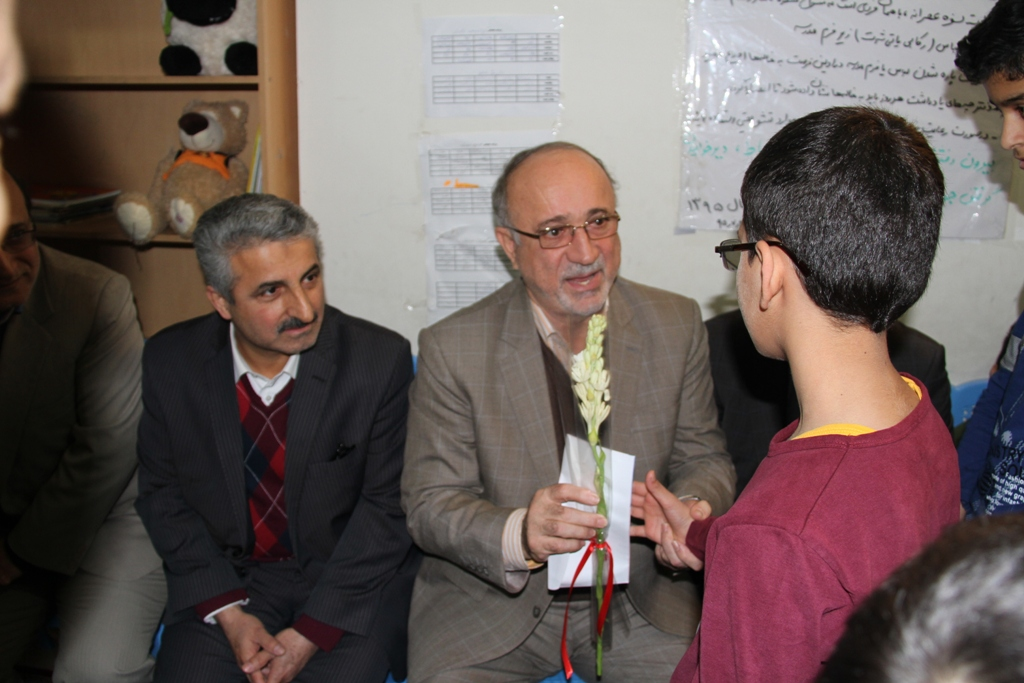 دیدارعیدانه استاندار گیلان با کودکان مرکز شبانهروزی خیریه سرای نصیر لاهیجان