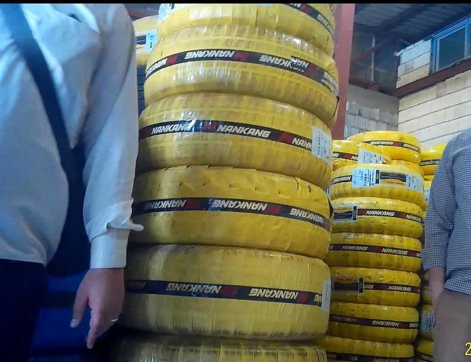 کشف ۵۴ حلقه لاستیک احتکار شده در فومن
