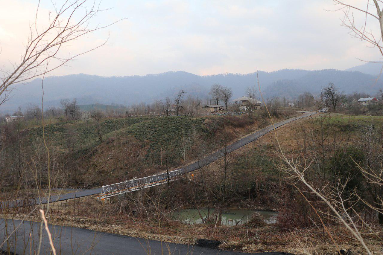 جاده های روستای کوهپایهای و سرسبز چُماچا با قیر سیاه پوش شد