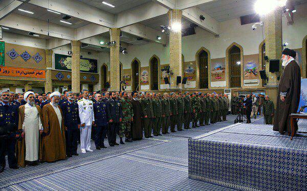 دیدار حضرت آیتالله خامنهای فرمانده کل قوا  با فرماندهان و کارکنان ارتش