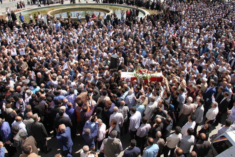مراسم تشییع پیکر استاندار اسبق گیلان در رشت برگزارشد+تصویر