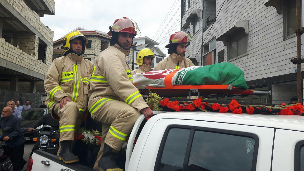 تشییع پیکر پاک آتش نشان شهید نیما پور میرزا در شهر انزلی / گزارش تصویری