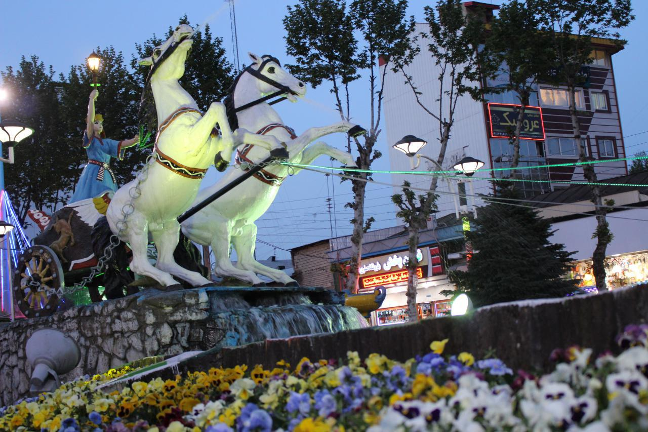 فواره ها زینت بخش مجسمه اسطوره ای آناهیتا در شهر فومن شدند